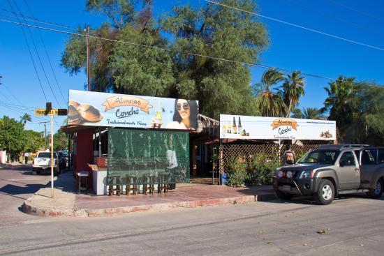 Almejas Conchó: Front of restaurant