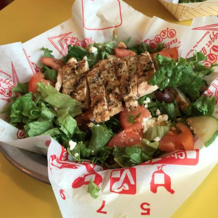 Aiea, Χαβάη: Teddy's Greek Salad with Grilled Garlic Chicken Topping