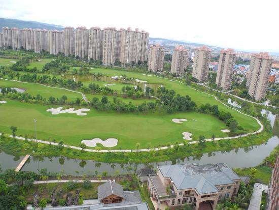 Empark Grand Hotel Kunming : Golf courses opposite the hotel