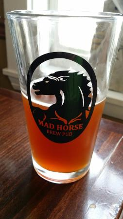 Mad Horse Brew Pub: Delicious beer, especially the pumpkin ale.