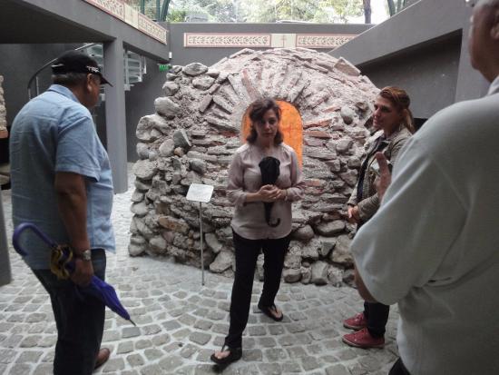Easy Bulgaria Travel: Church and ruins in Sofia