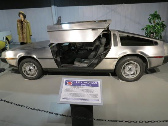 Norwich, État de New York : This 1981 DeLorean was in the 1950's car section...hmmm, wonder why :)
