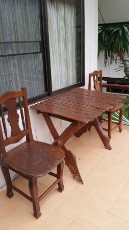 Phurua Resort: ระเบียงนั่งเล่นหลังห้อง