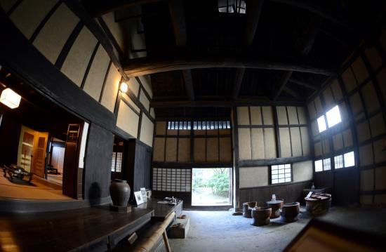 Imanishike Residence: 今西家住宅  建物内部 奥が庭 左中の間 右御白洲