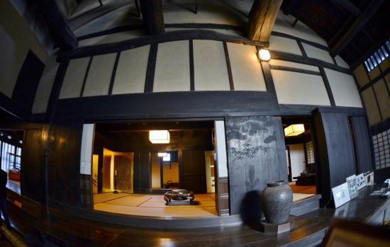 Imanishike Residence: 今西家住宅  建物内部 左台所 中央中の間