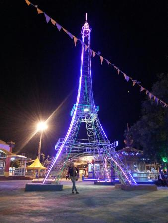 Tegal, Ινδονησία: Rita park at night