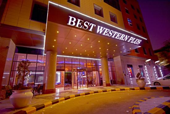 Dabab Hotel By Warwick: Front View / Entrance