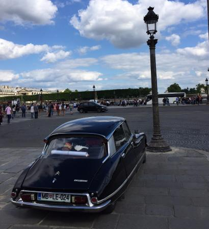 the monthly reunion place de la concorde picture of triumphal way voie triomphale paris. Black Bedroom Furniture Sets. Home Design Ideas