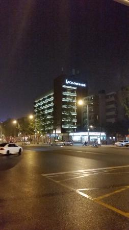 City Inn (Chengdu Kuanzhai Alley) : Look for this hotel building if you arrive at night