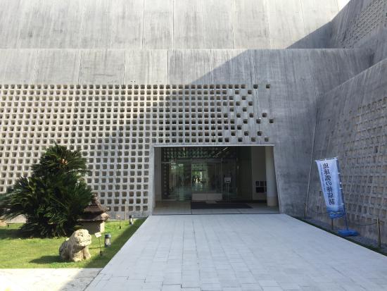 エントランス - Picture of Okinawa Prefectural Museum & Art Museum, Naha - TripA...
