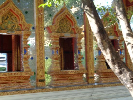 Wat Thai Wattanaram: Burma Style