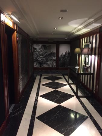 Hotel 1898: Lobby