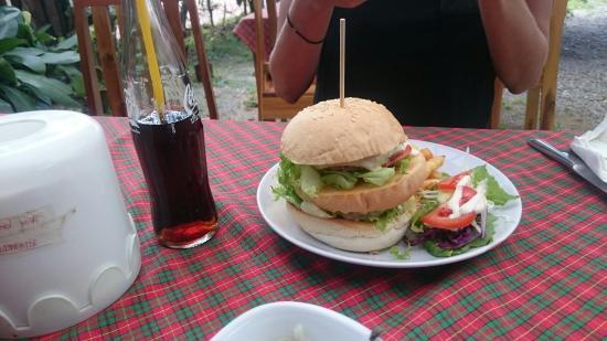 Tavern: Set 1 pad Thai and Burger