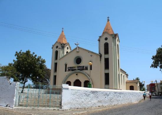 Assomada, الرأس الأخضر: В жаркий полдень церковь закрыта