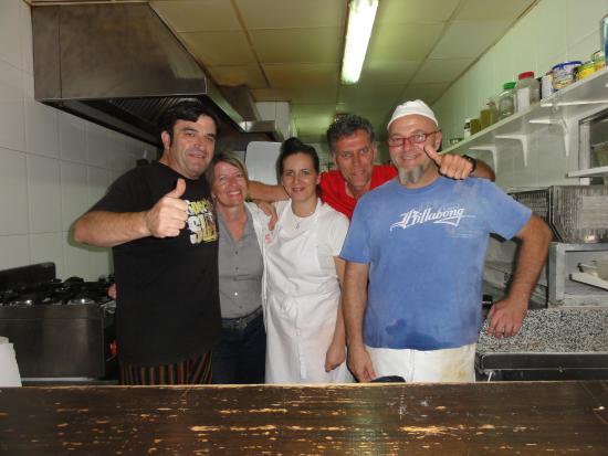 Fornalutx, España: Gute-Laune-Calzone-Mannschaft