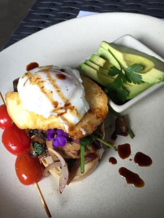 Bargara, Αυστραλία: Spicy chai and veggie stack with avocado, delish!