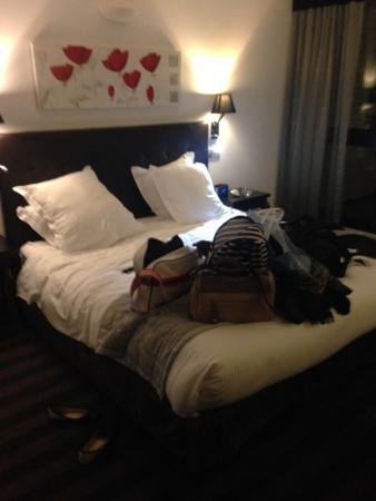 Hotel Henry II Beaune Centre: Le llit