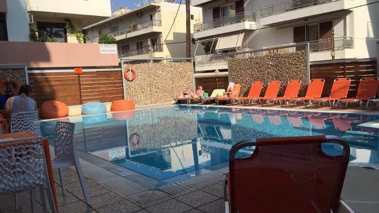 Majestic Hotel: Basseng