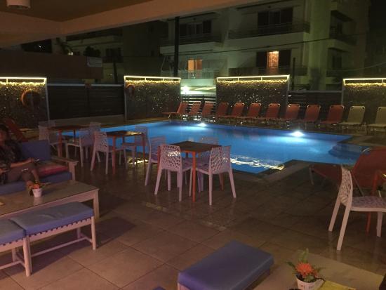 Majestic Hotel: Basseng.