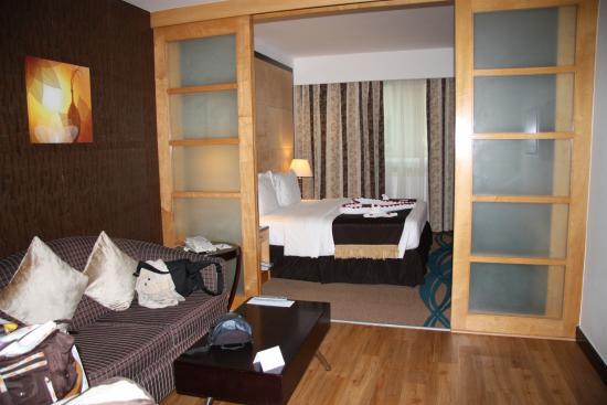 Savoy Suites Hotel Apartments: Habitación