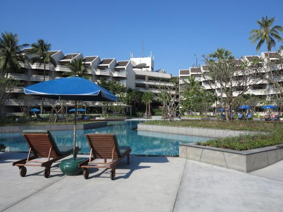 The Regent Cha Am Beach Resort: รอบๆสระใหญ่
