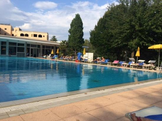 Hotel Terme Neroniane: piscina 33 mt anche per nuoto