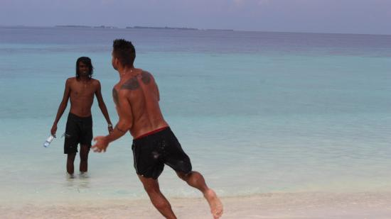 Guraidhoo: playing in sand bank