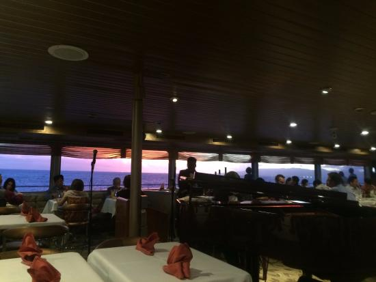 Star of Honolulu - Dinner and Whale Watch Cruises: 海に沈む夕陽にうっとり