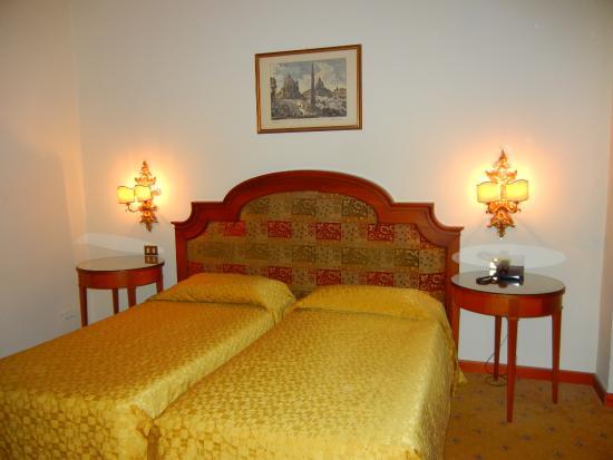 Grand Hotel Helio Cabala : double beds