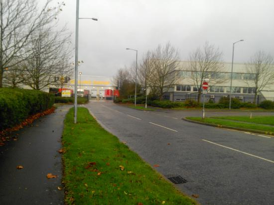 Premier Inn Basildon (Festival Park) Hotel : Road to the hotel