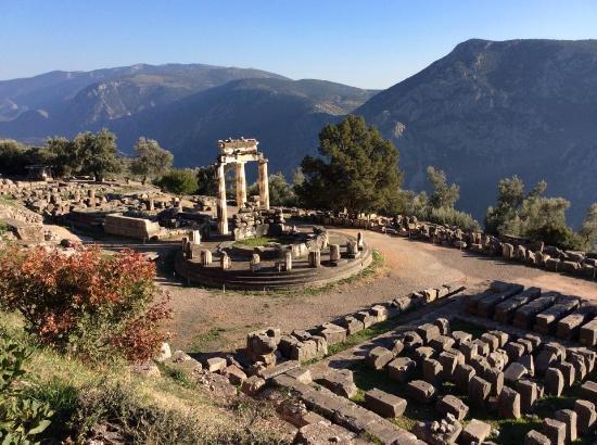 Delphi monument - Picture of Delphi Ruins, Delphi ...