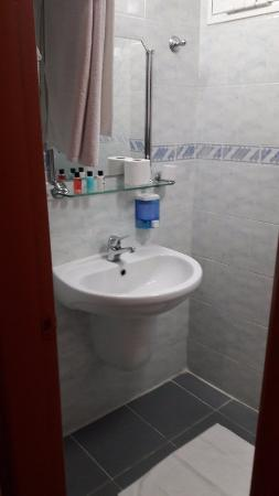 Cenka Hotel: lavabo