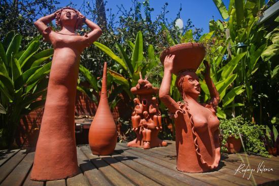 Pousada Fortaleza: Painel das esculturas- cultura