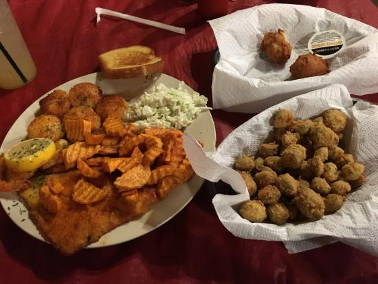 Luvan's Fish Camp : Scrumptious Dinner