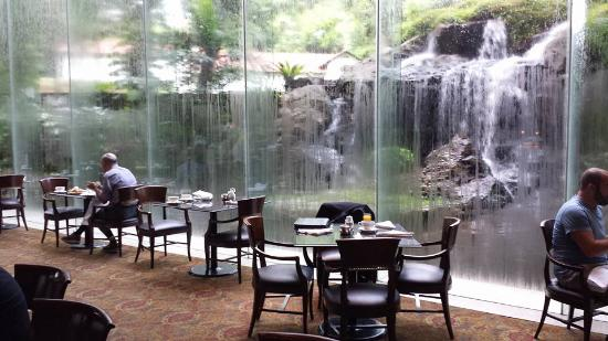 Sheraton Towers Singapore Waterfall At Dining Room During Breakfast