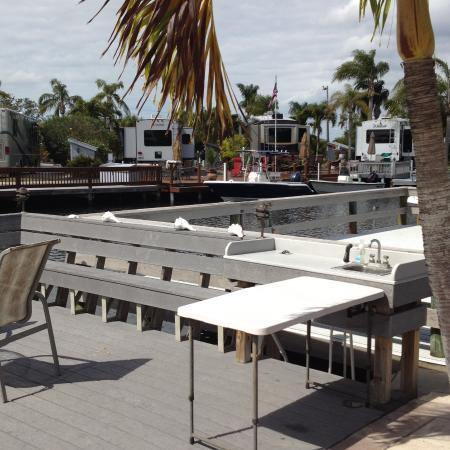 Outdoor Resorts of Chokoloskee : Water, sink, inner lake harbor