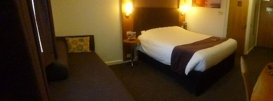 Premier Inn Stockport South Hotel: Very clean room ..