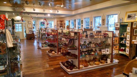 South Carolina Artisans Center: Inside one room of art