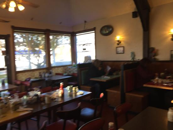 Laurie's Breakfast Cafe: This is a lovely, toasty warm potbellied stove!