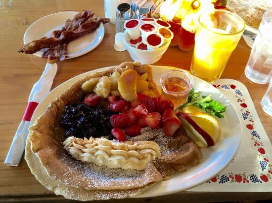Paulau0027s Pancake House: Danish Pancakes With 3 Types Of Fruit