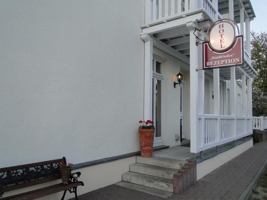 Hotel Waldfrieden: Hotel entrance