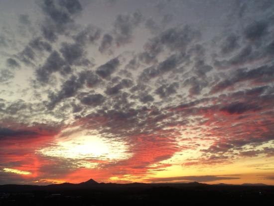 Coolum Beach, أستراليا: July Sunset from Emu Mt