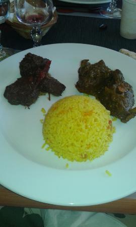 Les 3 Fermiers: boeuf au piment végétarien et riz safran