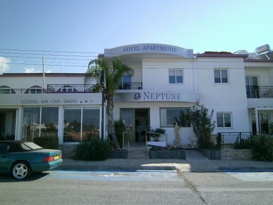 Neptune Hotel Apts.: The Entrance