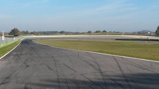 Circuito Vallelunga : Vallelunga classic picture of autodromo di
