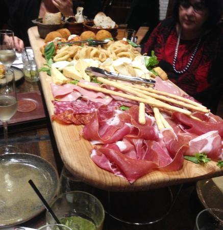 Lindfield, Australien: Tasty, satisfying and good value Antipasto Platter