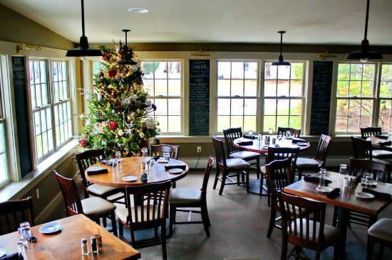 Dorset, VT: Festive Dining Room