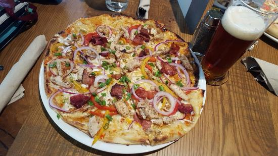 california pizza kitchen jamaican jerk chicken pizza and beer - California Pizza Kitchen Houston