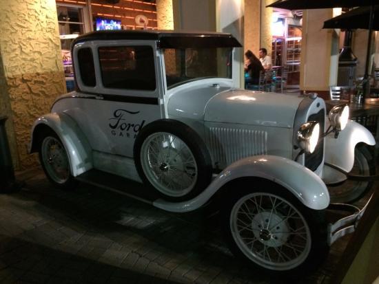 Cervecita picture of ford 39 s garage estero tripadvisor for Garage ford chelles 77