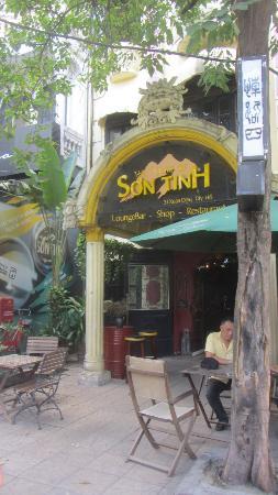 House of Son Tinh : main door